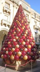 イムディーナガラスでできたクリスマスツリー